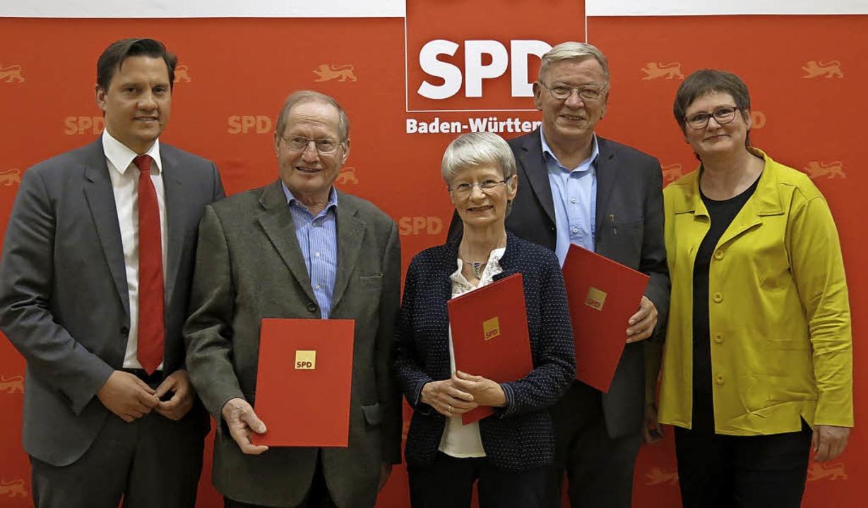 Ehrende und Geehrte: Johannes Fechner,...Thoma, Peter Dreßen und Leni Breymaier  | Foto: Georg Voß