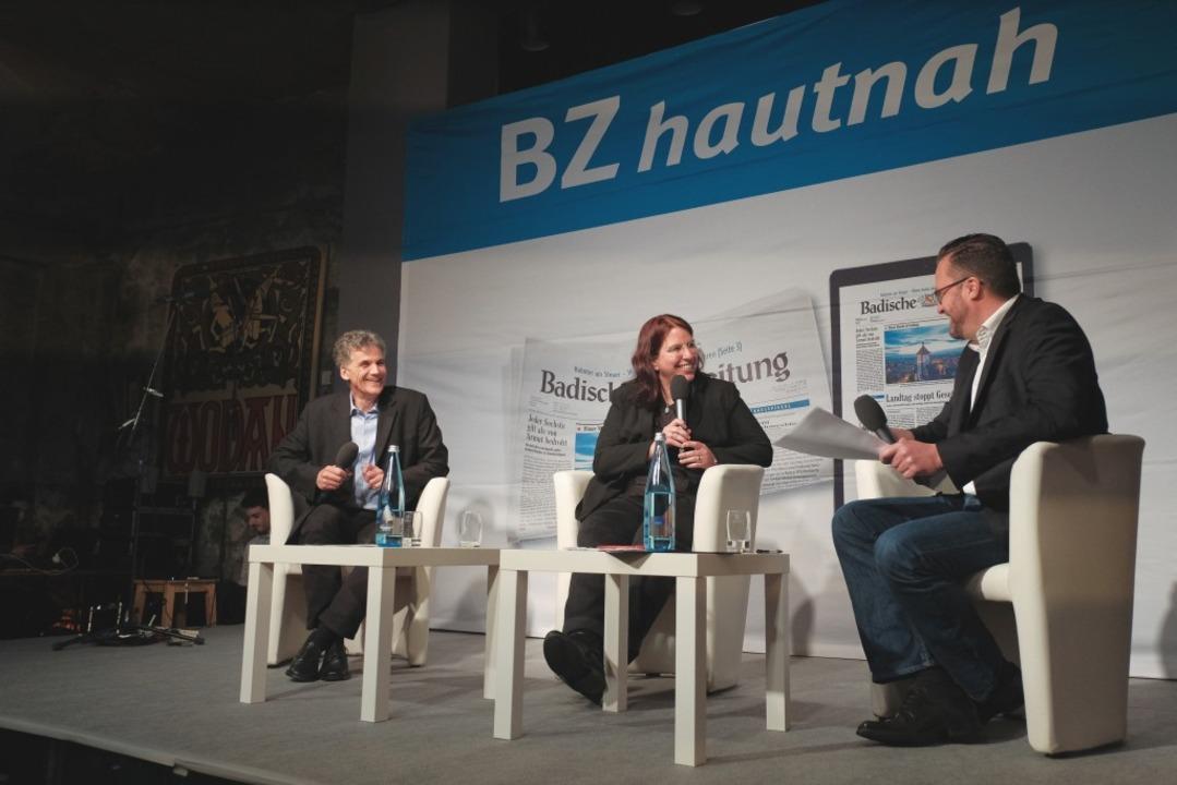 Uwe Mauch, Leiter der Stadtredaktion (...edaktion, im Gespräch mit Monika Stein  | Foto: Miroslav Dakov