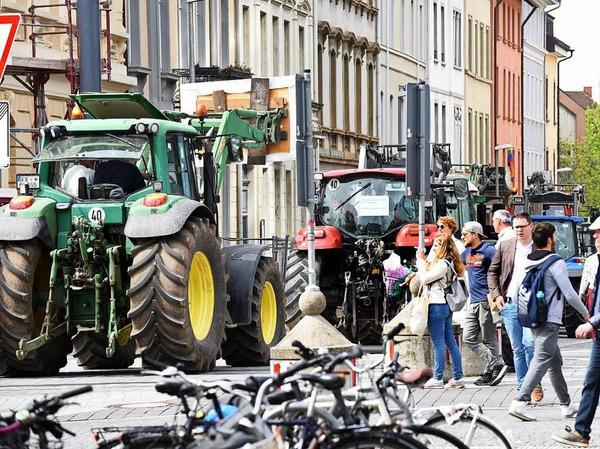 Traktoren in der Stadt - ein ungewöhnlicher Anblick