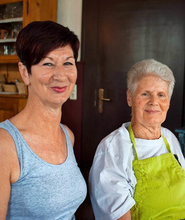 Frauenwirtschaft:  Sabine Gleissner mit ihrer Mutter   | Foto: Fotos: sel