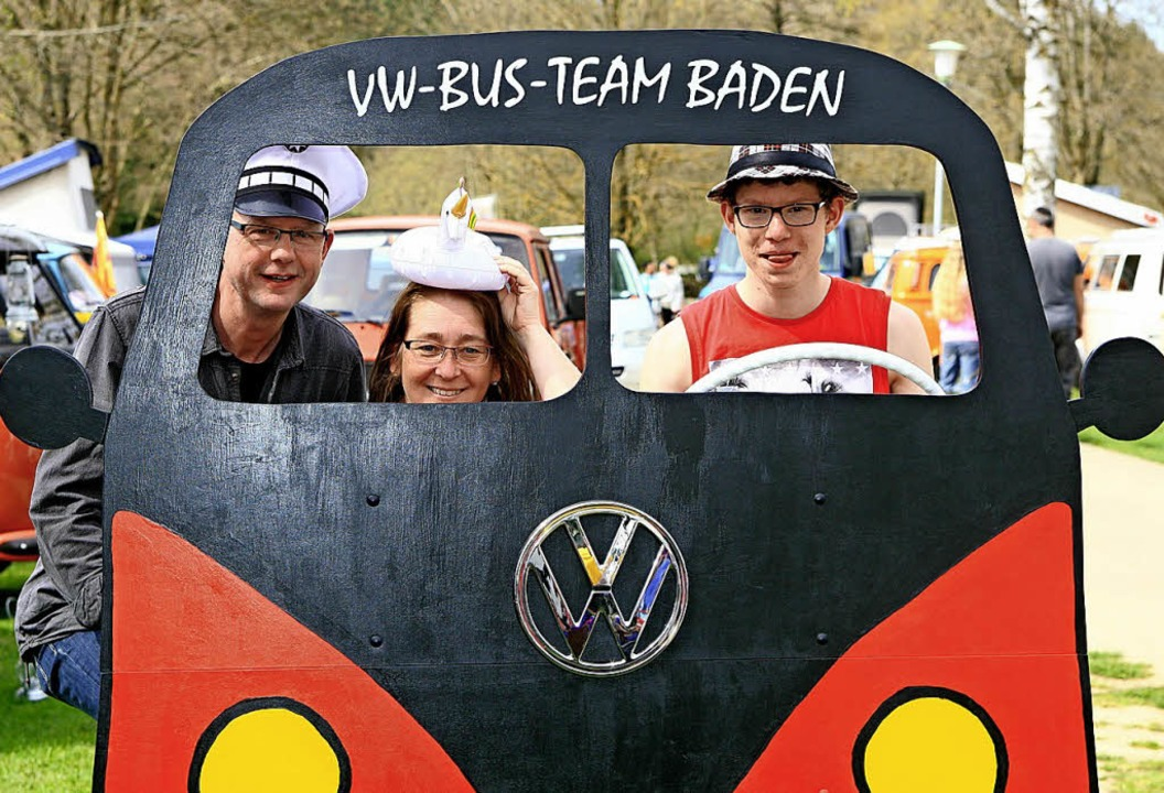 Stilechtes Erinnerungsfoto vom VW-Bus-Treffen  | Foto: Wolf-Wilhelm Adam