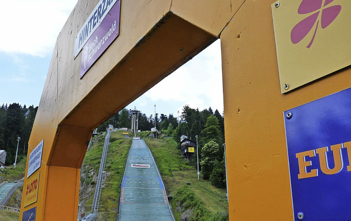Ein goldener Triumphbogen ist  angebra... die Olympiazweite Katharina Althaus.     Foto: bachmann