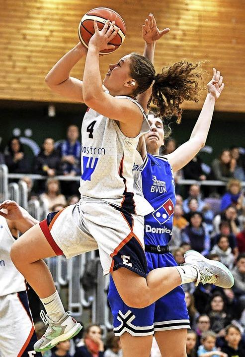Spielte stark, konnte die Niederlage a...C-Kapitänin Luana Rodefeld (mit Ball)   | Foto: Archivfoto: Patrick Seeger