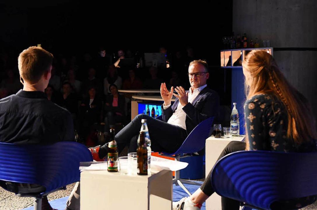 Gewitzt und ernsthaft zeigte sich der Moderator im Schüler-Talk.  | Foto: Rita Eggstein