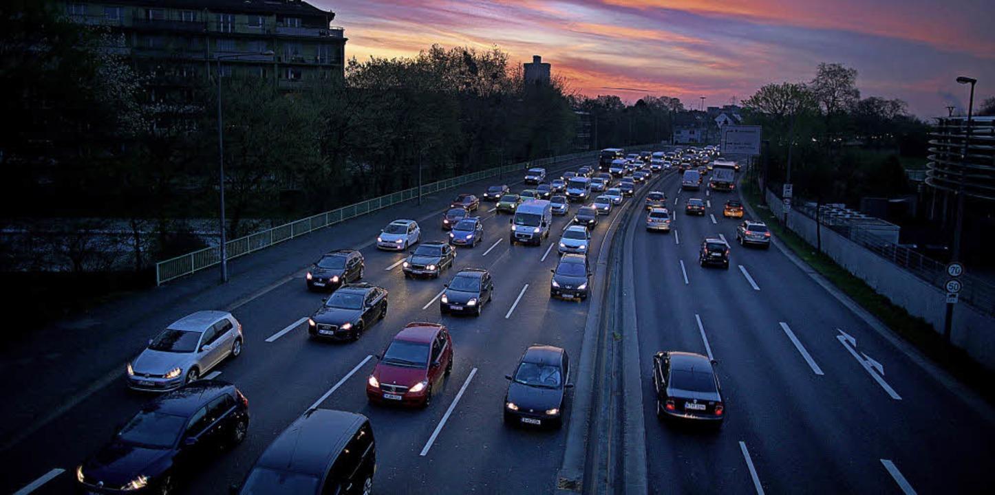 In der Autoindustrie muss sich viel än...rt Wirtschaftsminister Peter Altmaier.  | Foto: dpa