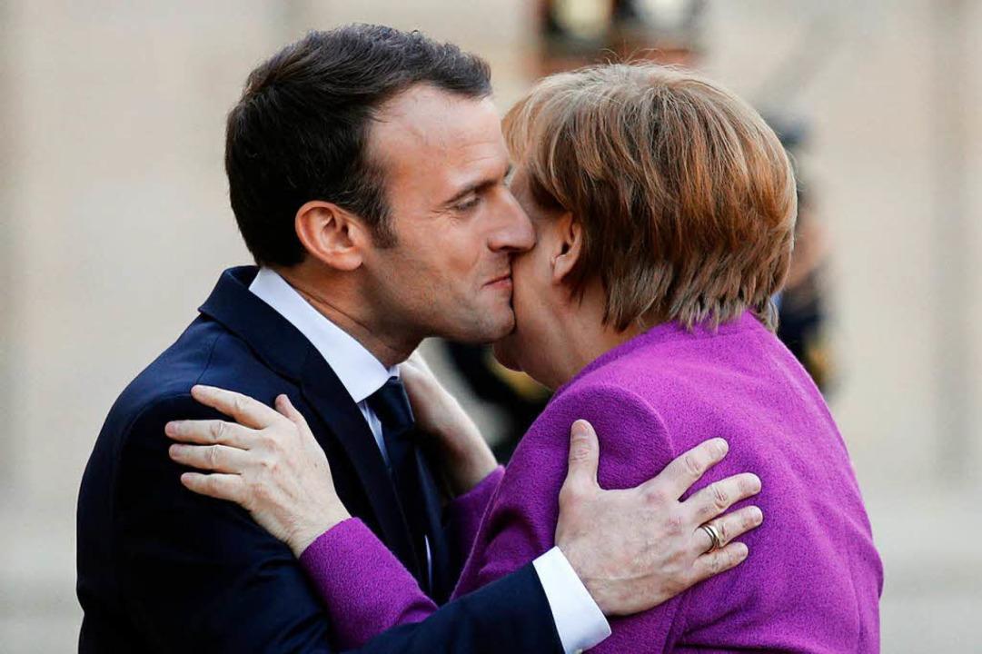 Bislang demonstrieren Macron und Merke...-Reformplänen aus Paris eingeschwenkt.  | Foto: dpa