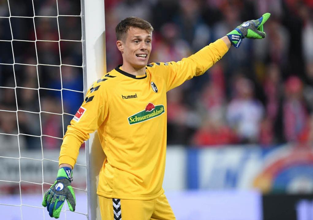Patzte beim zweiten Mainzer Tor: SC-Keeper  Alexander Schwolow.  | Foto: dpa