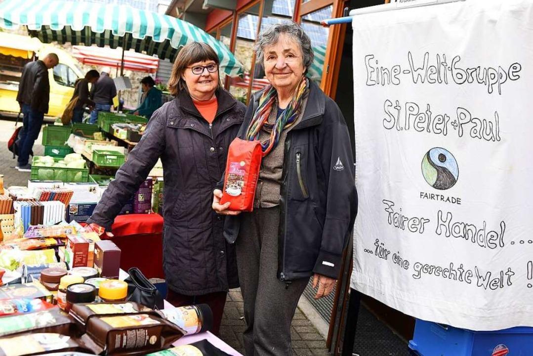 Gisa Buchholz (links) und Adelheid Rost von der  Eine-Welt-Gruppe.  | Foto: Rita Eggstein