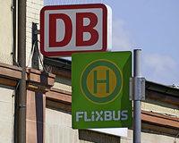 Flixbus fährt nach Bedarf am Bahnhof vor