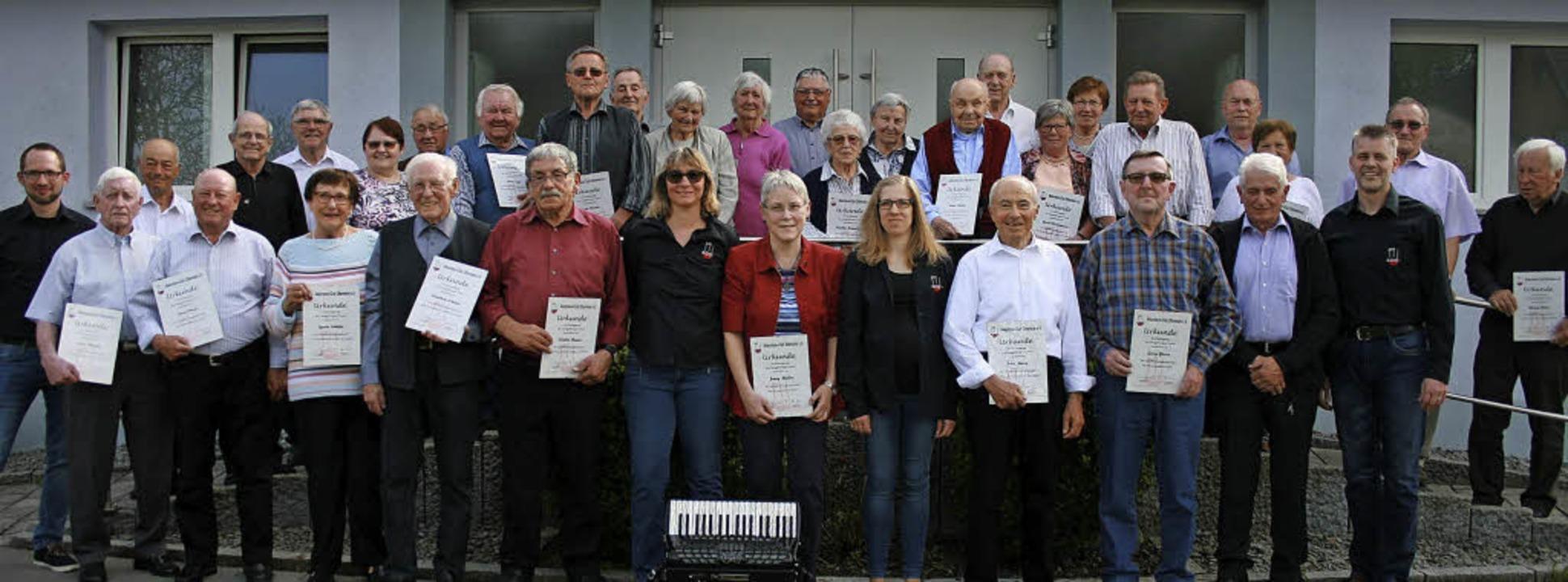 Eine extra Ehrungsfeier hat der Akkord... langjährige Mitglieder ausgerichtet.   | Foto: Martin Frenk