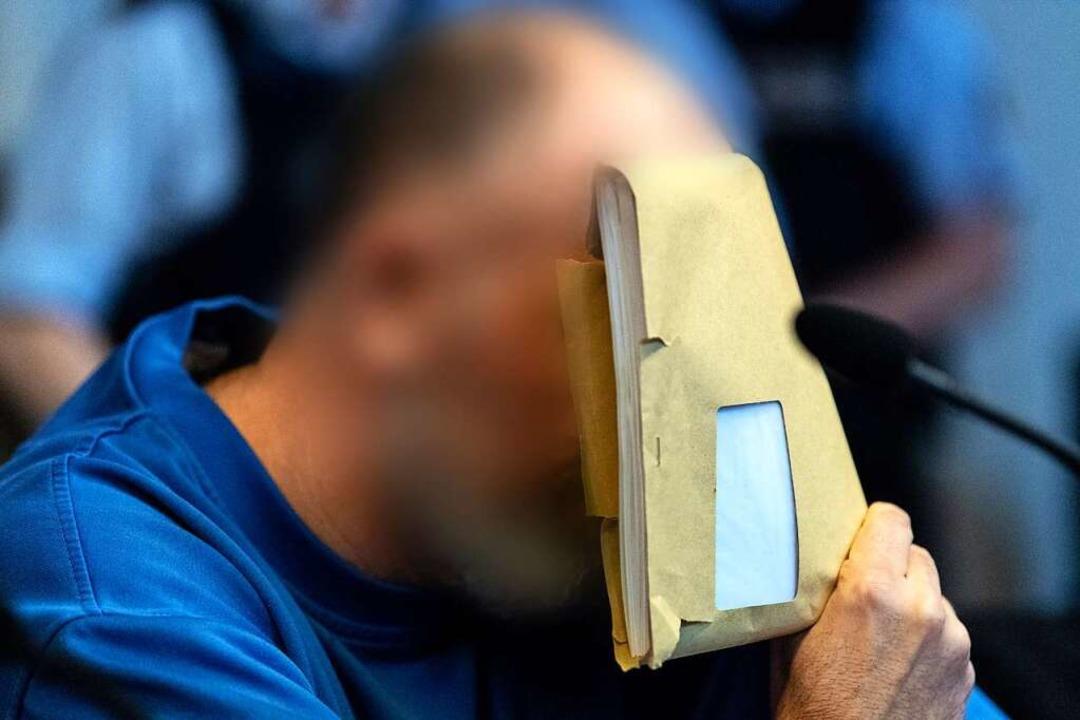 Markus K. beim Prozessauftakt in der v...die Öffentlichkeit ausgeschlossen war.  | Foto: dpa
