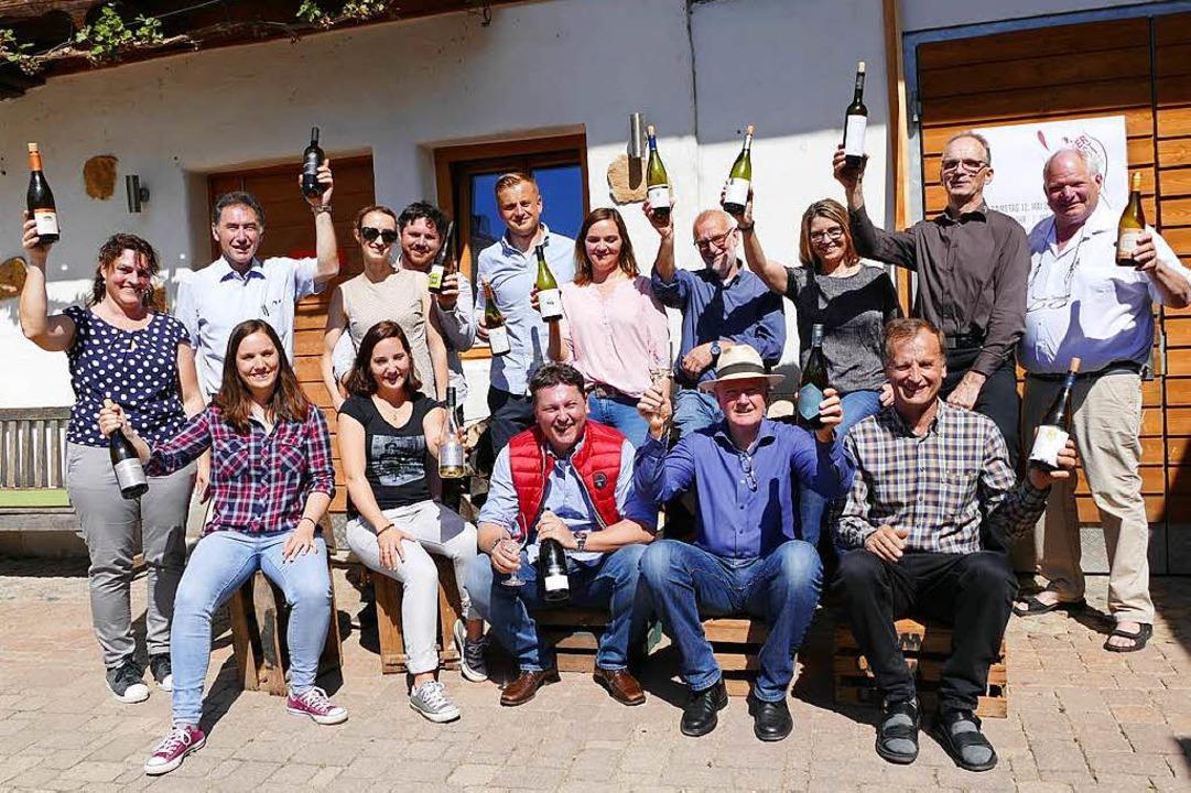 Die Vertreter von 16 Weingütern und Wi...nsame Veranstaltung Ihringer Weinkost.  | Foto: Gerold Zink