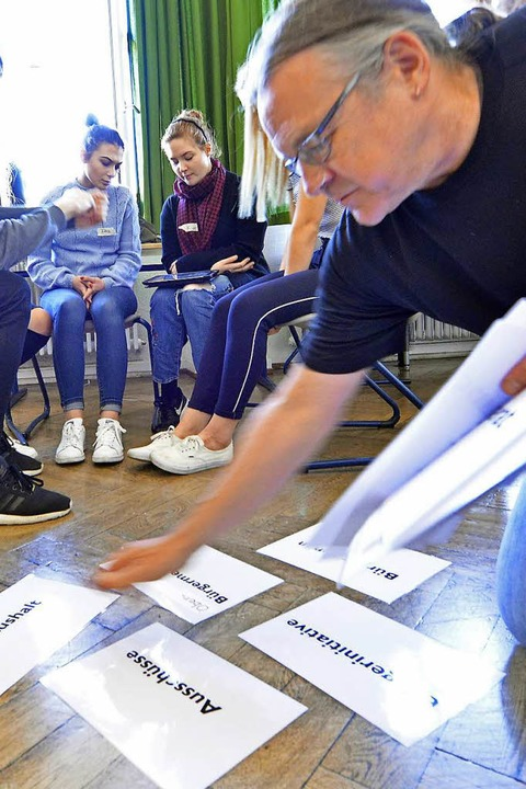 Jürgen Messer vom Jugendbüro beim Workshop  | Foto: Michael Bamberger