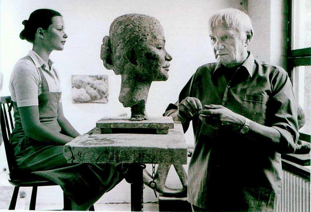 Der Bildhauer Kurt Lehmann bei der Arbeit  | Foto: Privat