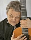 "Roger Tristao Adao spielt am Sonntag ""danza andaluza"" im Buch & Café Andelsbach in Laufenburg"