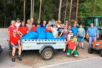 Mehr als 50 freiwillige Helfer bringen das Dorf auf Vordermann