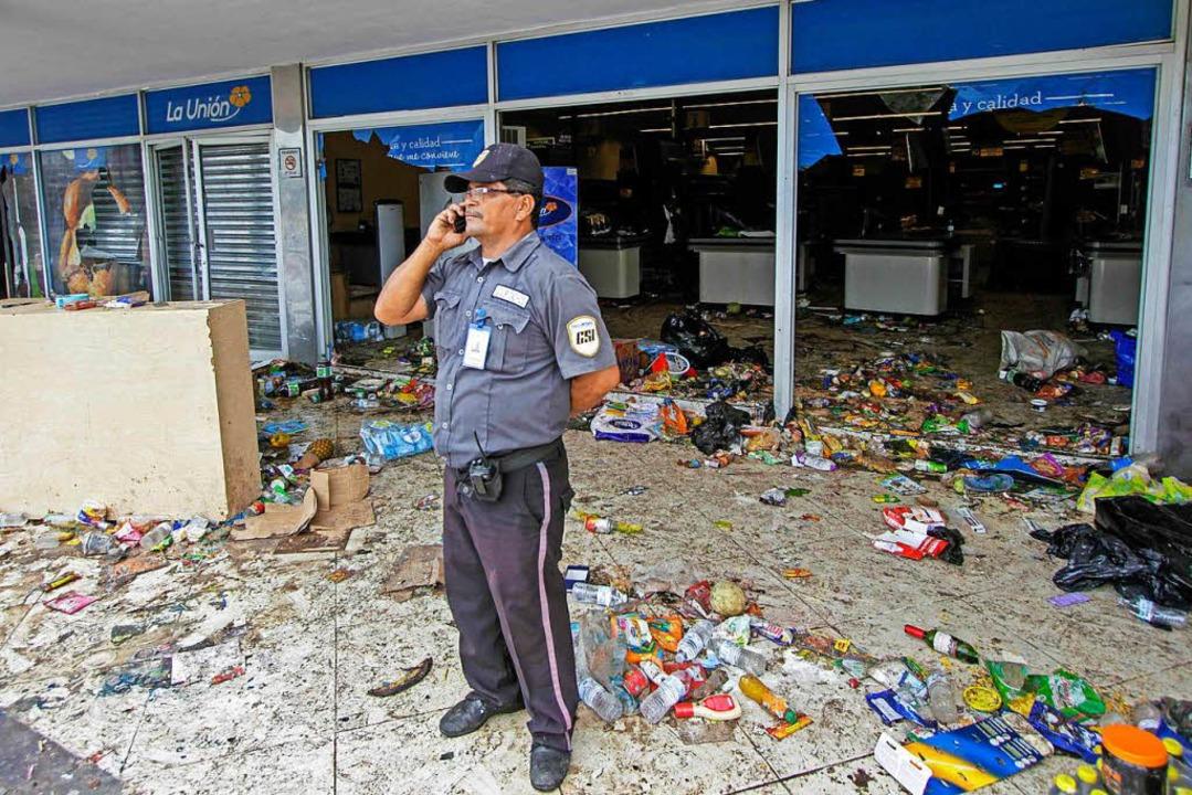 Bei den Protesten kam es auch zu Plünderungen.  | Foto: AFP
