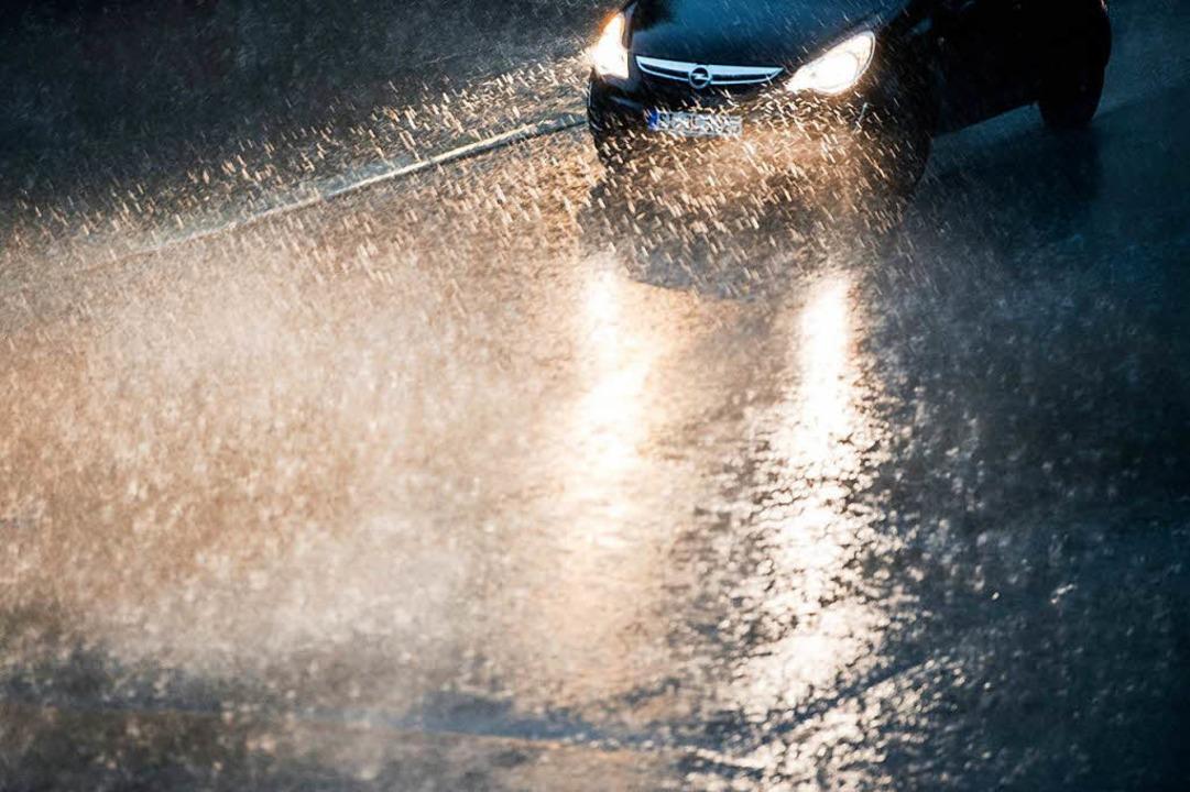 Im Südwesten kann es zu Platzregen und Hagel kommen.  | Foto: dpa