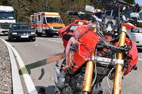 Motorradfahrer stürzt bei Lenzkirch und verletzt sich lebensgefährlich
