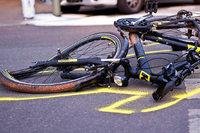 Rennradfahrer leicht verletzt