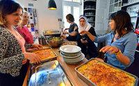 """Projekt """"Zusammen Café"""" sammelt Geld für eine mobile Küche"""