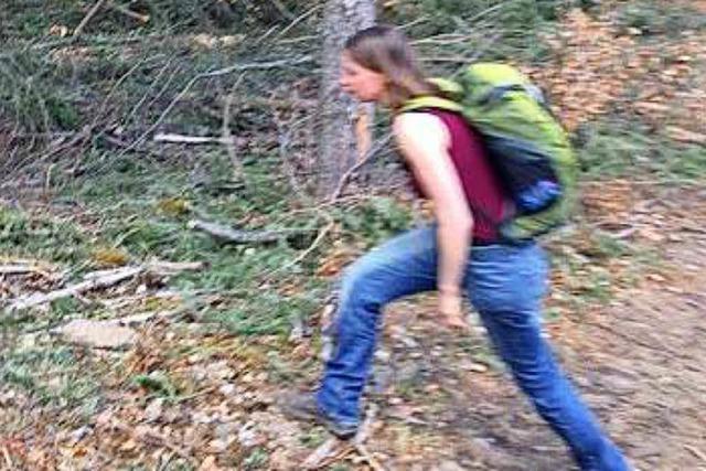 Attacke auf MTB-Strecke: Wer kennt die Frau auf den Fotos?