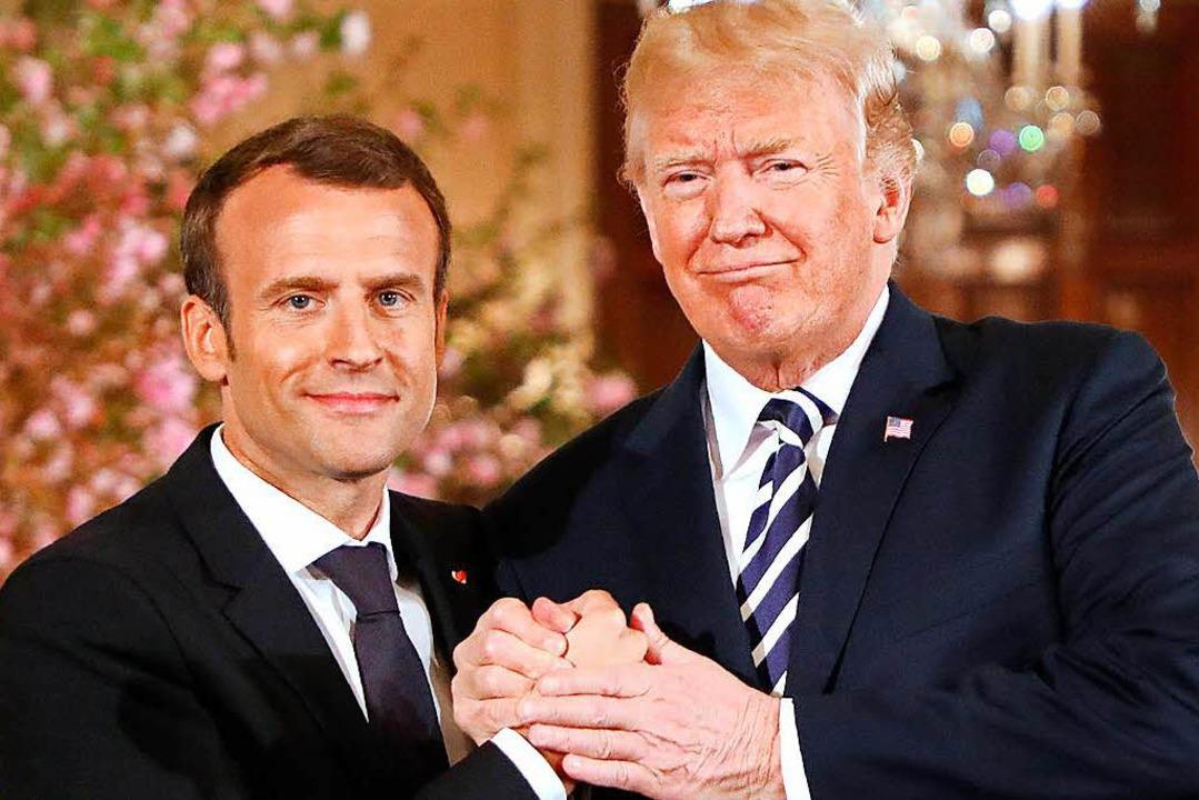 Dan heißt es wieder: Hand in Hand.  | Foto: AFP
