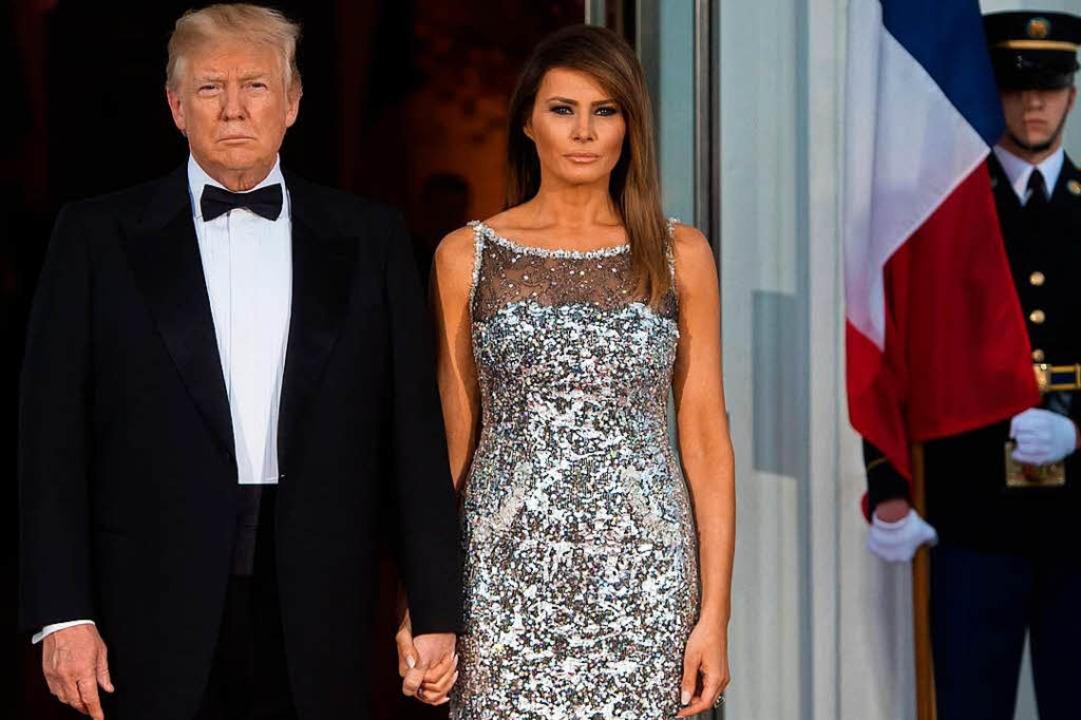 Das Ehepaar Trump wirkt dagegen recht kühl.  | Foto: AFP