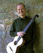 Gitarrist Maximilian Mangold in der Josefskirche