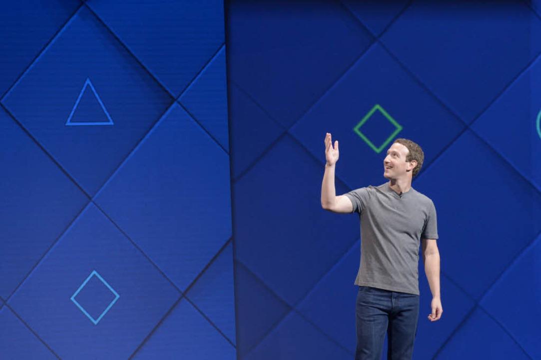 Facebook-Gründer Mark Zuckerberg bei d...ichen Facebook-Entwicklerkonferenz F8.  | Foto: dpa