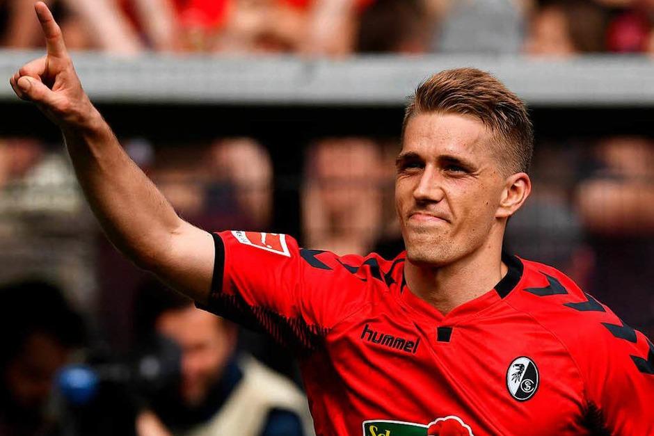 Doppeltorschütze und Matchwinner gegen den 1. FC Köln: Nils Petersen. Auch Dank seiner zwei Treffer gewinnen die Freiburger knapp mit 3:2 gegen den FC. (Foto: dpa)