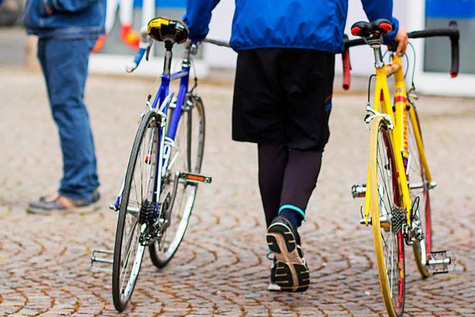 Große Kreisstadt, großer Andrang: Radmarkt, Autosalon und verkaufsoffener Sonntag haben am Sonntag Tausende nach Emmendingen gezogen. (Foto: Patrik Müller)