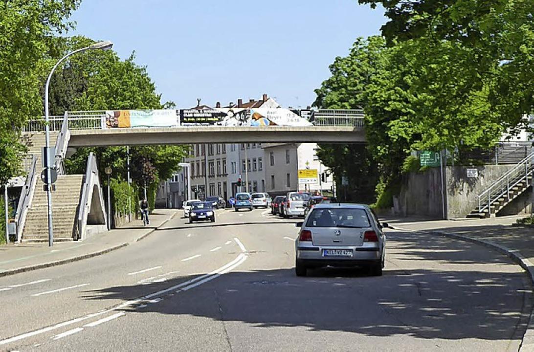 Tatort Fußgängerüberführung: Im Bereic...rde eine 24-jährige Frau vergewaltigt.  | Foto: Helmut Seller