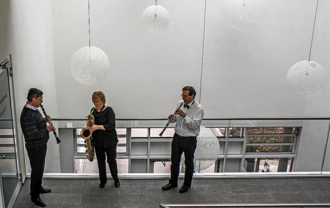 Lehrer der Musikschule musizieren im neuen Bildungshaus.   | Foto: Hildegard Karig