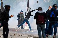 Hunderte Vermummte randalieren bei Pariser Mai-Demonstration