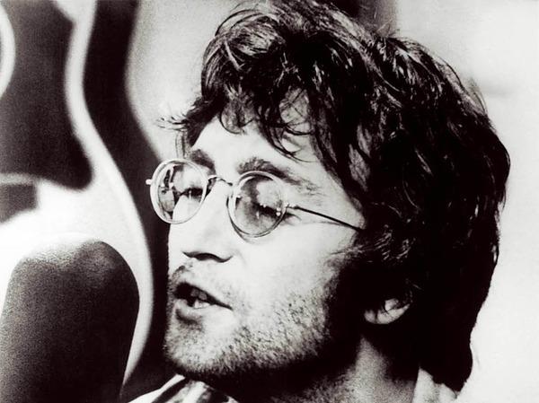 """Die Gibson J-160E, die Beatles-Star John Lennon für Aufnahmen der Alben """"Please Please Me"""" und """"With the Beatles"""" benutzt haben soll, wurde 2015 für 2,4 Millionen US-Dollar versteigert."""