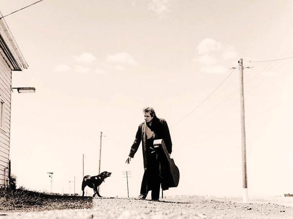 Auch Johnny Cash - hier ein Bild aus dem Fotoband von Andy Earl, erschienen im Schwarzkopf & Schwarzkopf Verlag, gilt als Gibson-Fan.