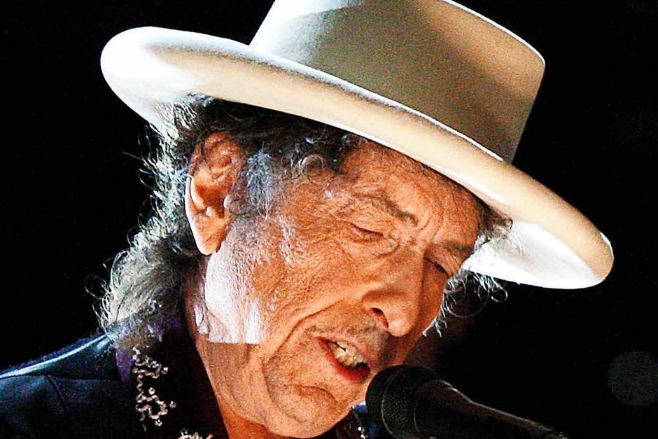 Bob Dylan hat seine eigene, signierte und sündhaft teure Gibson-Sammler-Edition: eine Kopie  seiner Spezialanfertigung Gibson SJ-200. (Foto: AFP)