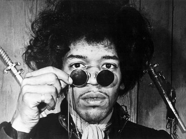 Jimi Hendrix war eigentlich als Fender-Gitarrist bekannt (die er auf der Bühne auch gerne mal zu Kleinholz verarbeitete). Aber auch er soll gerne auf Gibson-Gitarren gespielt haben.