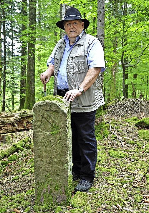 Werner Störk inmitten der Holderschanze.  | Foto: Nicolai Kapitz