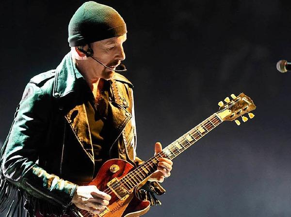 The Edge, Gitarrist von U2 mit einer Gibson