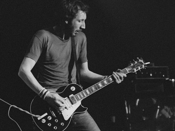 Pete Townshend, The-Who-Gitarrist, spielt beim einem Konzert  1979 in Frejus eine Gibson.