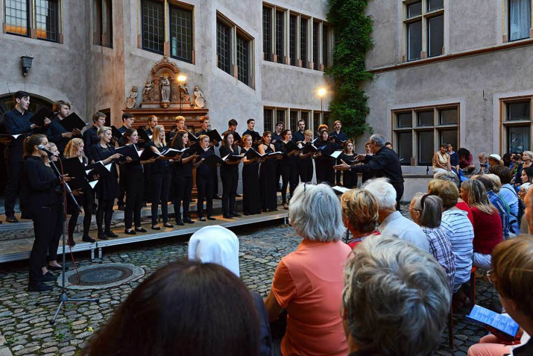 Bei der Freiburger Chornacht im Juli d...gen ebenfalls Chöre in der Innenstadt.  | Foto: Rita Eggstein