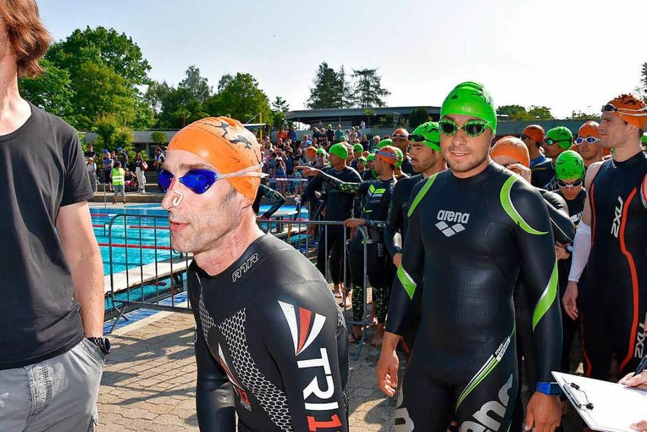 Teilnehmer und Veranstalter zeigten sich zufrieden mit dem 10. Rheinfelder Triathlon. (Foto: Heinz u. Monika Vollmar)
