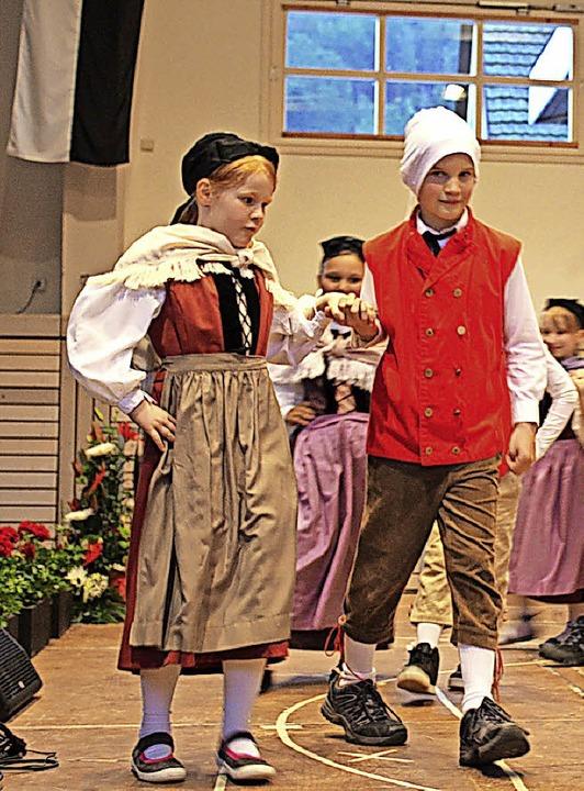 Hausener Grundschüler als Hanseli und Vreneli  | Foto: Anja Bertsch