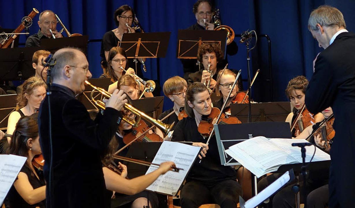 Der Trompeter Steven Dubé brillierte m...ieorchesters Tri Rhenum in Schopfheim.    Foto: Roswitha Frey