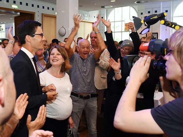 Als es so gut wie sicher war, dass Martin Horn den zweiten Wahlgang gewinnen wird, tauchte der Sieger auf seiner Wahlparty im Friedrichsbau auf.