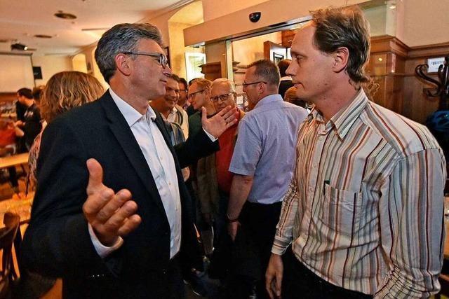 Fotos: Dieter Salomon trifft nach seiner Abwahl in der Harmonie auf seine Anhänger