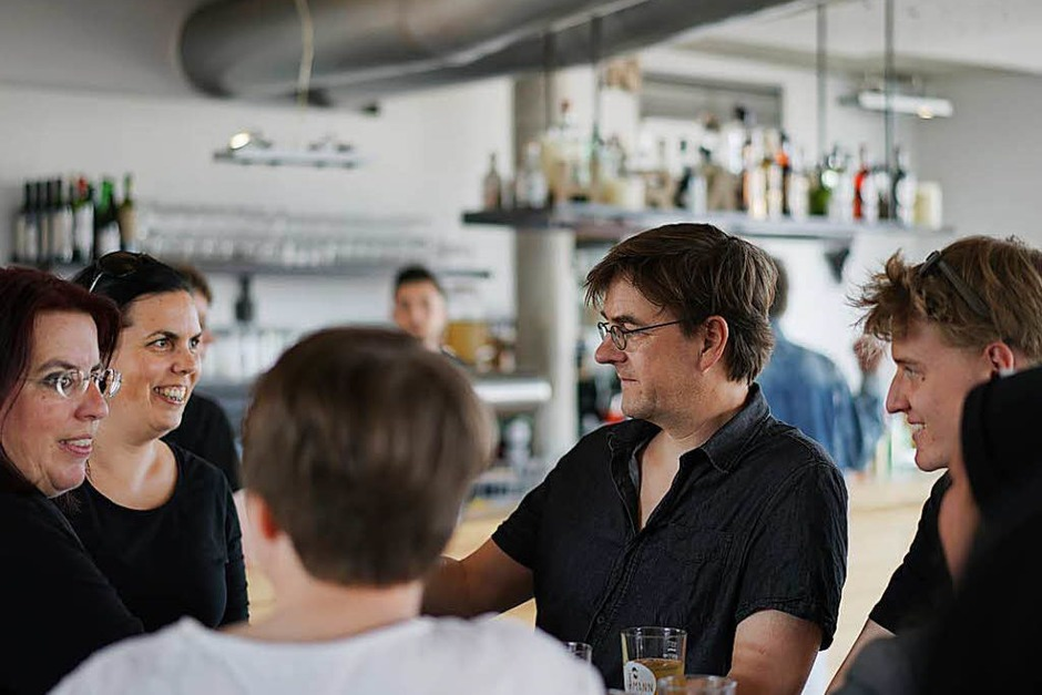 Monika Stein feiert ihr Wahlergebnis im Café Hermann. (Foto: Fabio Smitka)