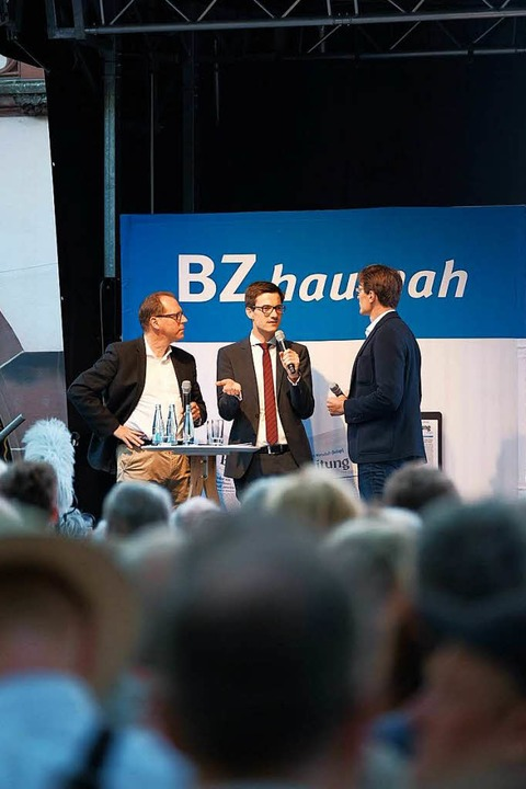Martin Horn auf der BZ-Bühne im Gesprä...as Fricker und Redakteur Florian Kech.  | Foto: Miroslav Dakov